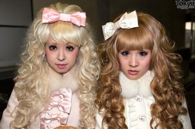 più nello specifico queste sono chiamate 'HIMEGYARU' ovvero 'ragazze principesse'! In effetti il loro look esagerato e pomposo le ricorda molto!