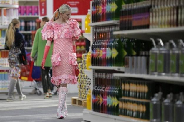 Hehe certe cose si vedono solo a una sfilata di Chanel