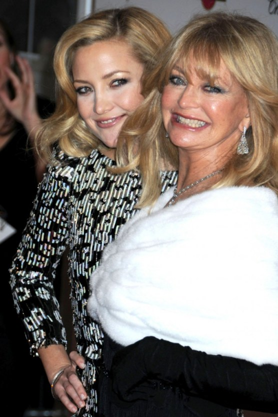 "Goldie Hawn and daughter Kate Hudson on the red carpet for the New York premiere of the movie ""Nine"", held at the Ziegfeld Theatre"