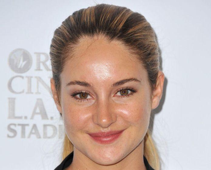 Beccata! Shailene Woodley (l'avete vista in 'Colpa delle stelle' ?) e la pelle del viso lucida... non proprio un bell'effetto ;-)
