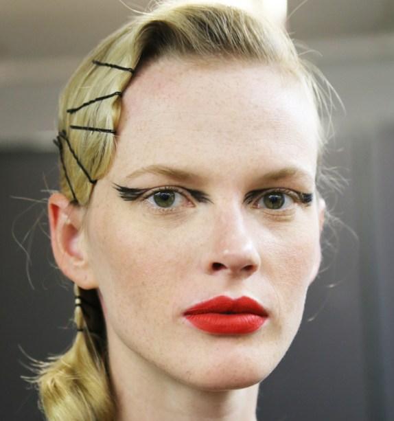 Sembrano piume quelle che ornano gli occhi delle modelle di Zac Posen