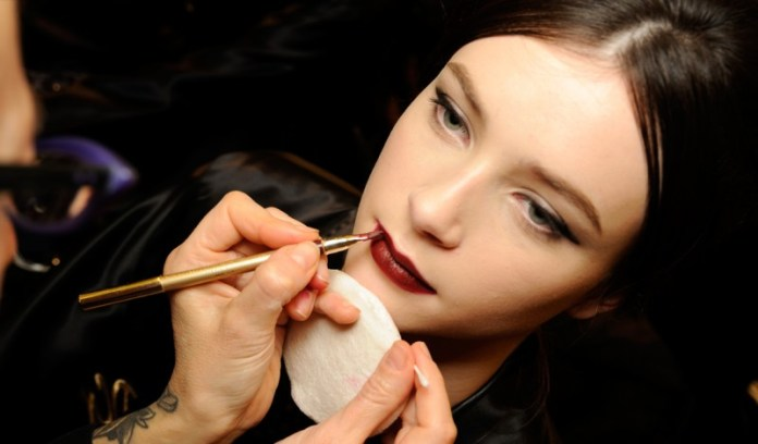 model-beauty-secrets-must-have-backstage-at-the-dolce-and-gabbana-fashion-show-fw-2014