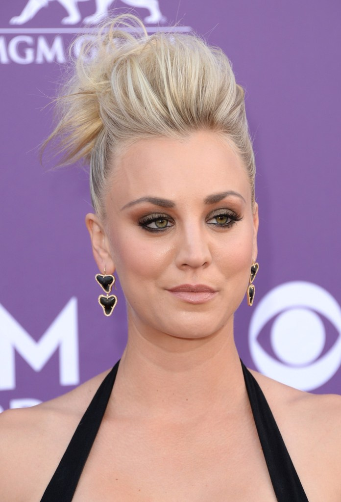 Kaley+Cuoco+48th+Annual+Academy+Country+Music+RAT93LaFuwMx