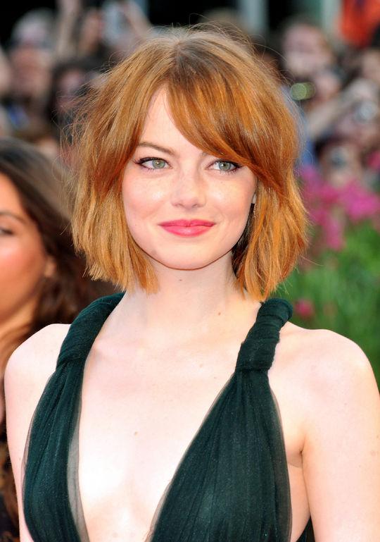 emma-stone-short-haircut-birdman-premiere-venice-lipstick-w540