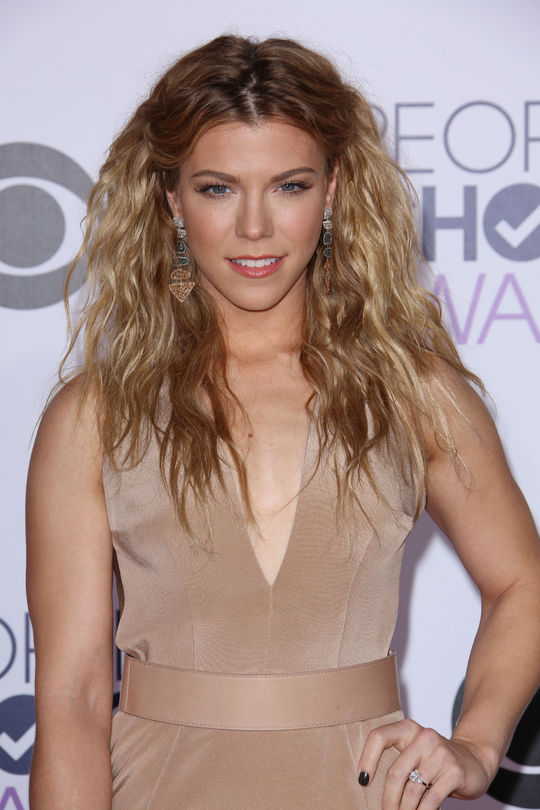 Cliomakeup_peoples-choice-awards-kimberly-perry-voluminous-hair-w540
