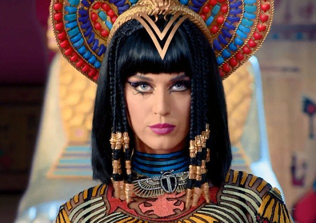 Katy-Perry-Channels-Her-Inner-Cleopatra-in-New-Dark-Horse-Video-428464-2