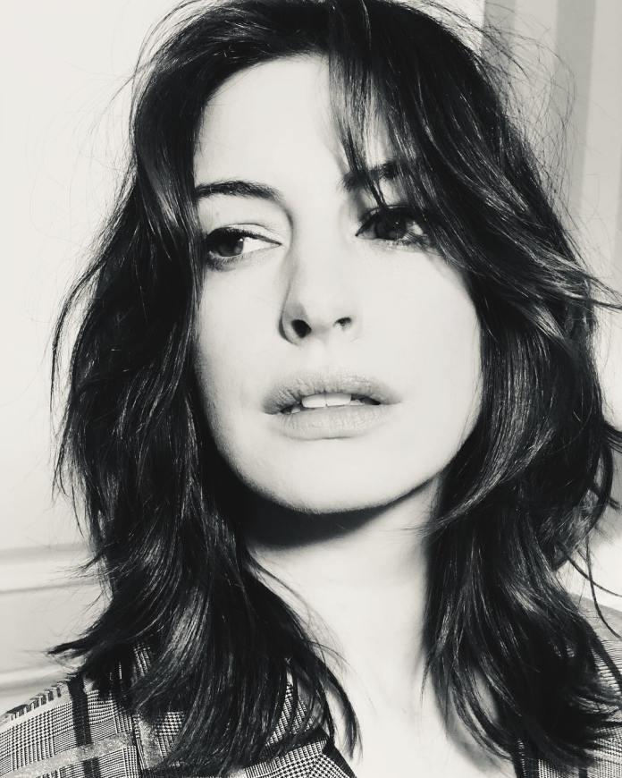 Taglio capelli medi Anne Hathaway