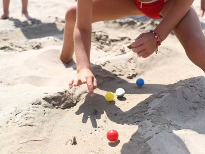 giochi da spiaggia: pista di biglie