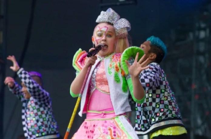 cliomakeup-jojo-siwa-makeup-set-amianto-youtuber-in-concerto-6