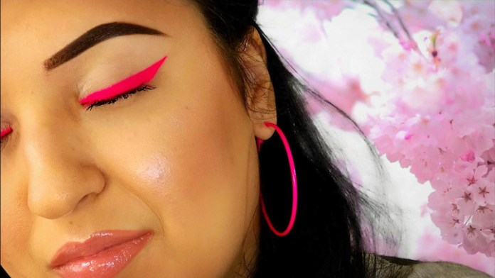 cliomakeup-makeup-abbronzatura-13-eye-liner-fluo