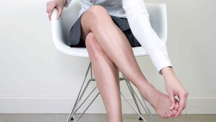 Cliomakeup-gambe-gonfie-estate-1-gambe-ufficio