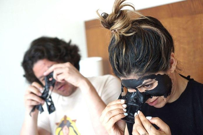 cliomakeup-black-mask-7-strappare