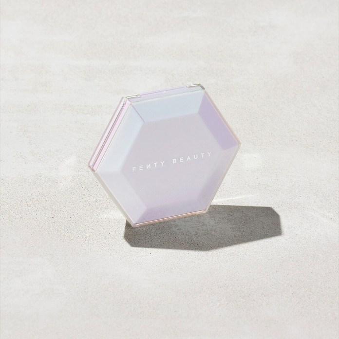 cliomakeup-recensione-illuminante-fenty-beauty-diamond-bomb-ii-all-over-diamond-veil-3