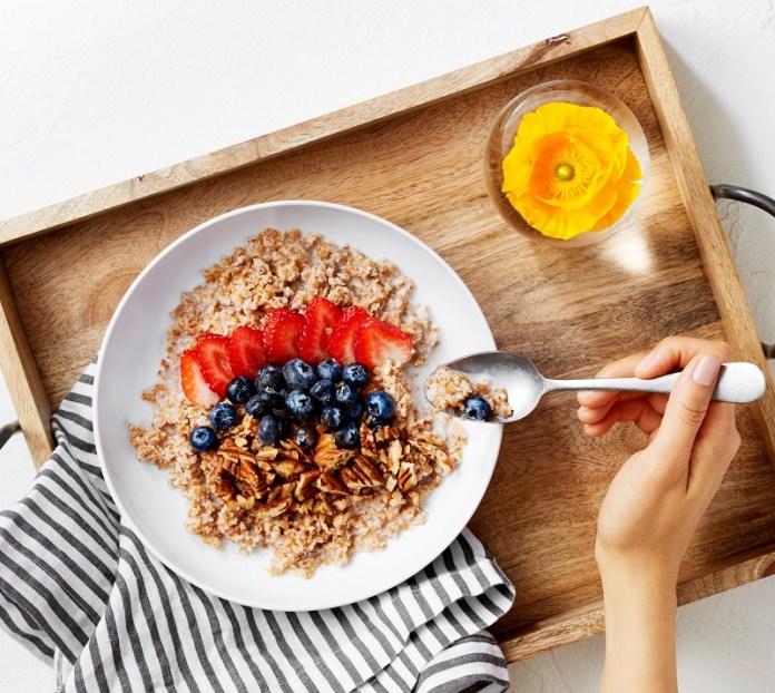 cliomakeup-dieta-gift-16-eating-breakfast