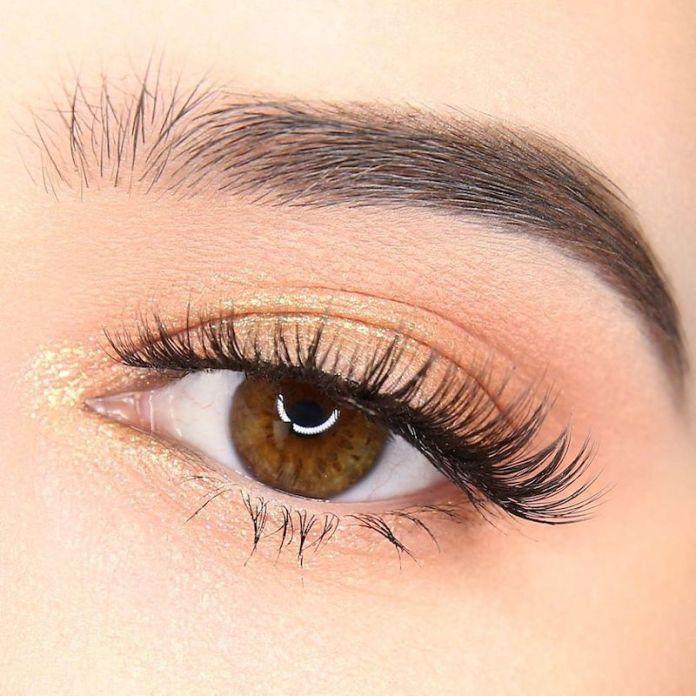 cliomakeup-ombretti-liquidi-come-utilizzarli-ed-applicarli-4-makeup-giorno