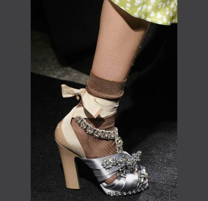 cliomakeup-sandali-gioiello-16-sandali-raso-calzini
