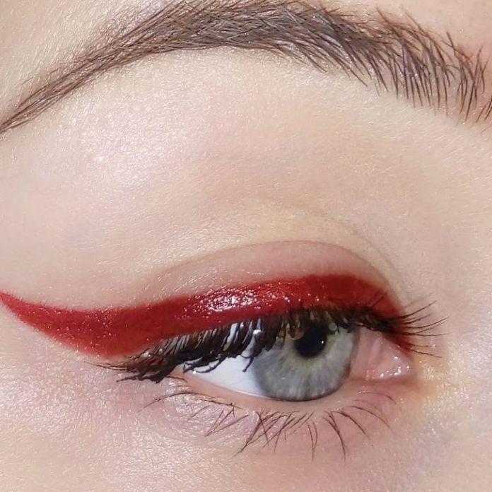 Cliomakeup-trucco-occhi-azzurri-capodanno-8-eyelier-rosso