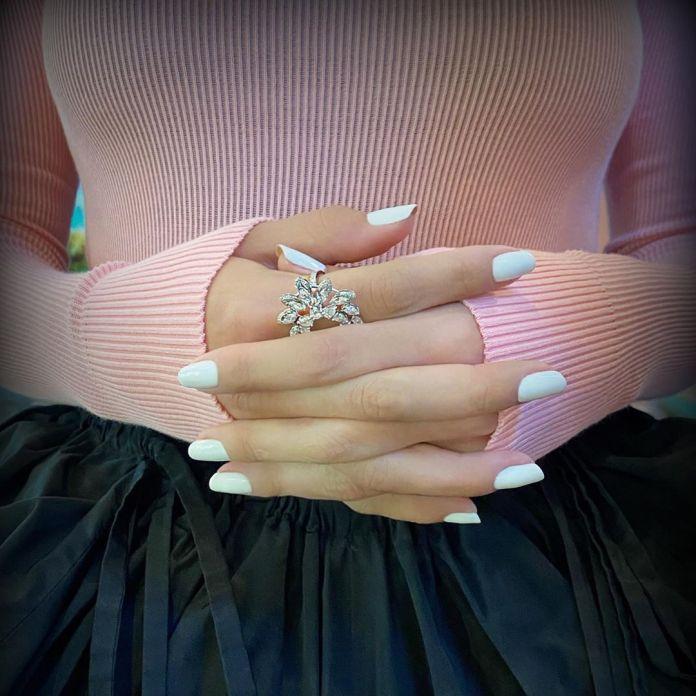 Cliomakeup-unghie-white-winter-nails-2-total-white-selena-gomez