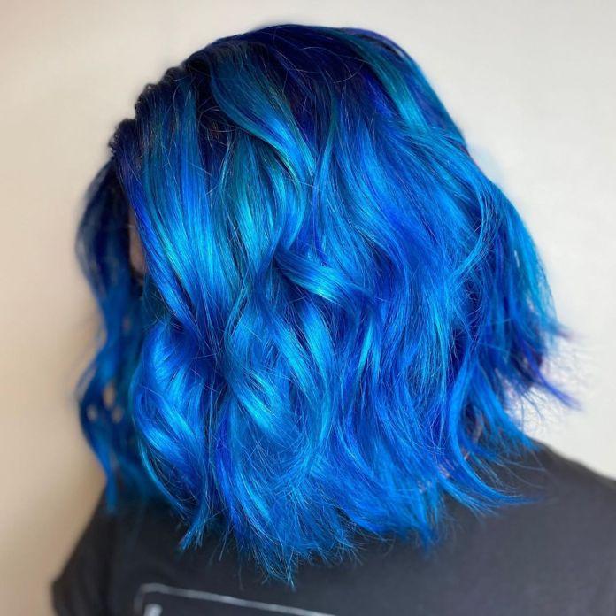cliomakeup-capelli-classic-blue-2020-2-mossi