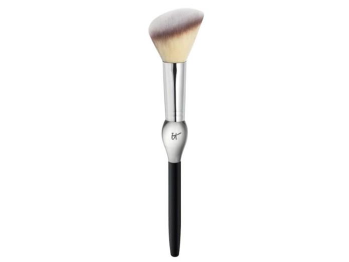 cliomakeup-come-alzare-zigomi-makeup-12-pennello