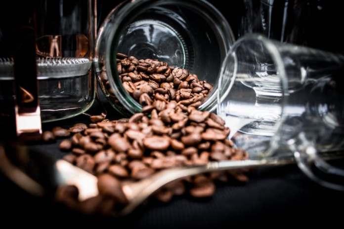 ClioMakeUp-usi-alternativi-caffè-17-chicchi-caffè.jpg