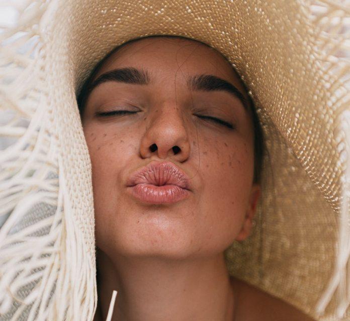 cliomakeup-creme-contorno-labbra-teamclio-donna-bacio