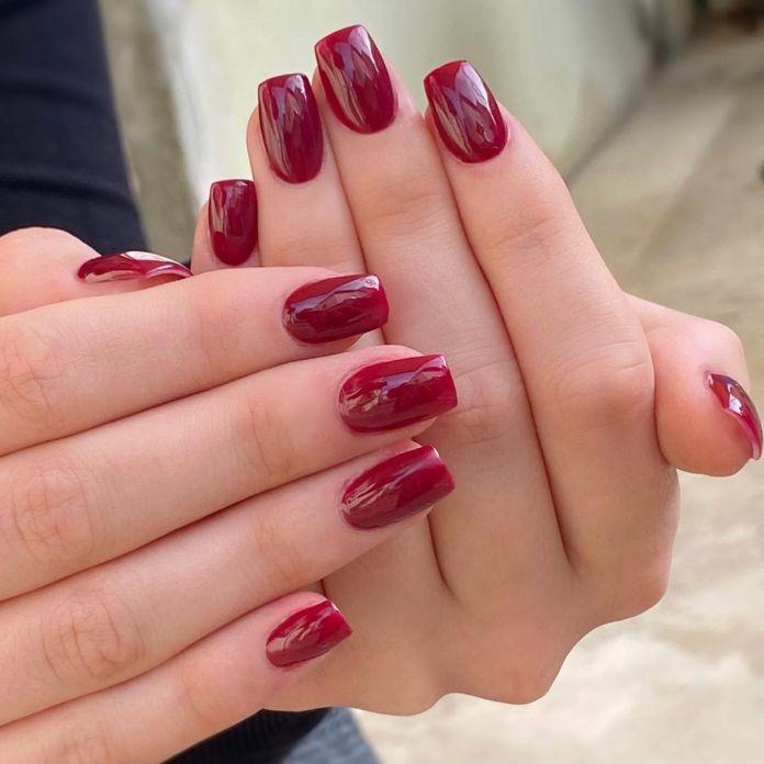 Cliomakeup-unghie-rosso-cherry-pie-10-parukeri_estetik_ema_ida