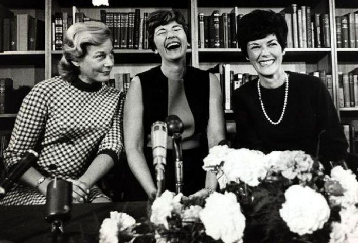 idee festa della donna 2020: lofficina_del_planetario Parliamo di #donne e #apollo 11. Janet Armstrong, Joan Aldrin e Patricia Collins, madri e mogli degli astronauti dell'Apollo 11