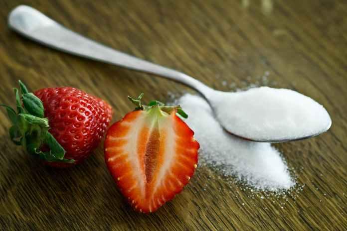 Cliomakeup-maschere-piedi-fai-da-te-2-zucchero-fragole