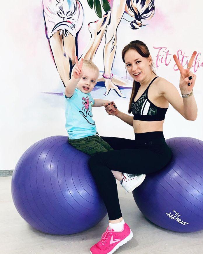 cliomakeup-come-fare-ginnastica-casa-bambini-9-fitball