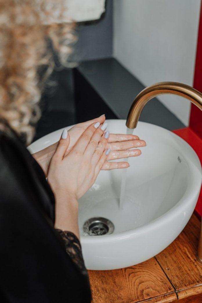 per avere mani morbide non lavarle con acqua troppo calda