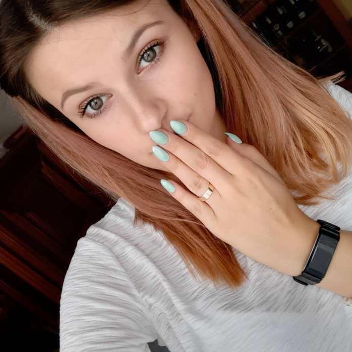 cliomakeup-milky-menta-nails-8-mano