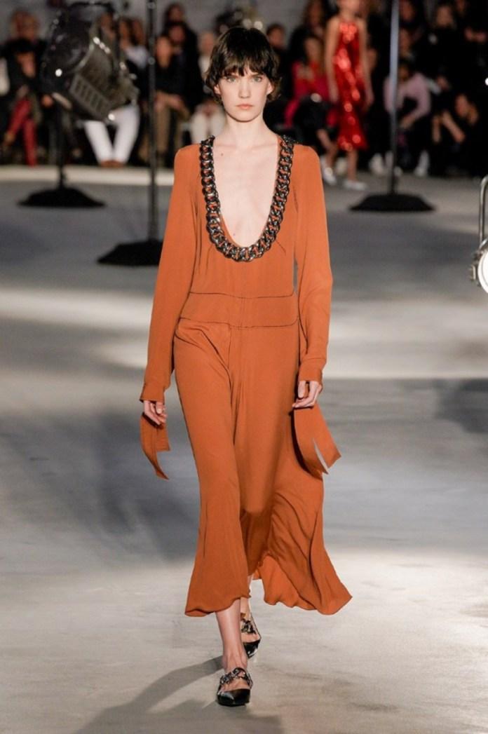 cliomakeup-Tendenze-moda-donna-autunno-inverno-2020-2021-5-catene