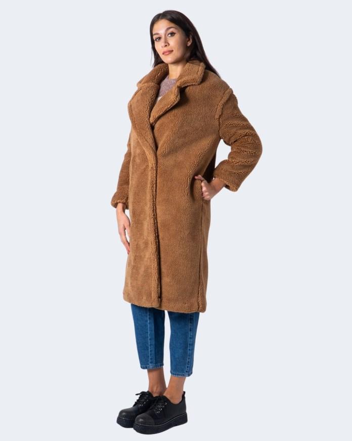 Cliomakeup-cappotto-cammello-autunno-inverno-2020-2021-10-only-teddy-caot