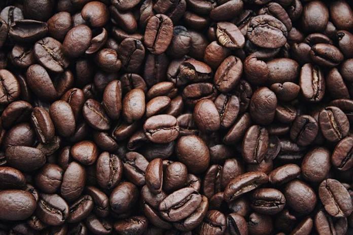Cliomakeup-cibi-da-evitare-in-gravidanza-4-chicchi-caffè