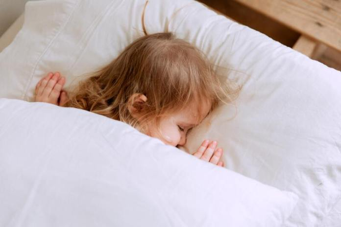 cliomakeup-cosleeping-bambino-cuscino