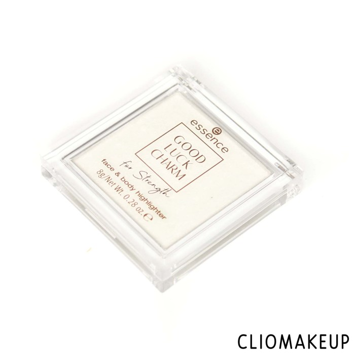 cliomakeup-recensione-Illuminante-essence-good-luck-charm-for-strength-face-and-body-highlighter-3