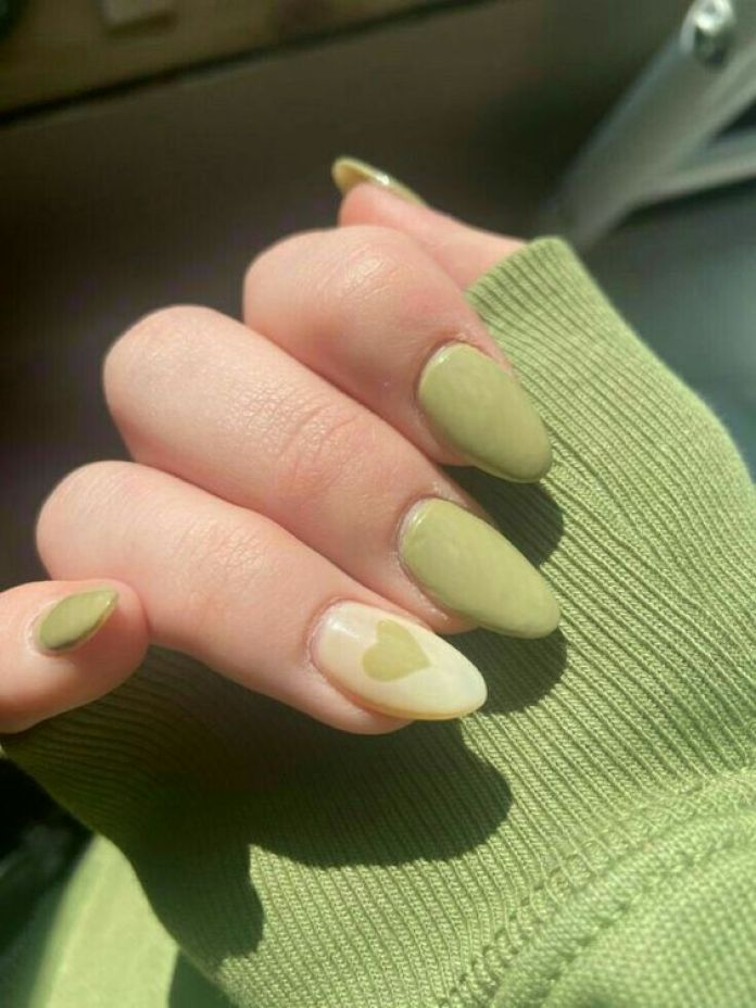 Cliomakeup-unghie-green-pistacchio-nail-art-cuore