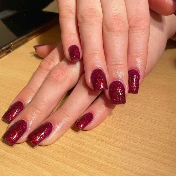 Cliomakeup-unghie-ruby-red-dowii-nailss