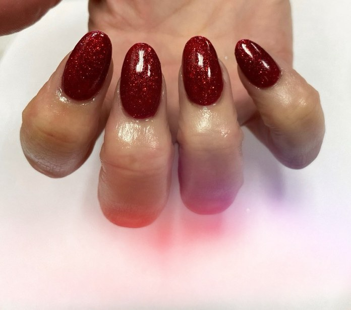 Cliomakeup-unghie-ruby-red-manicure