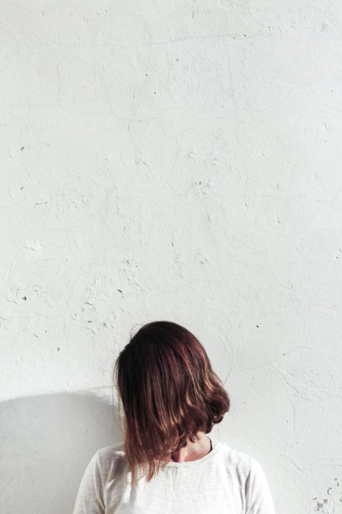cliomakeup-come-scurire-i-capelli-rilfessi-cioccolato