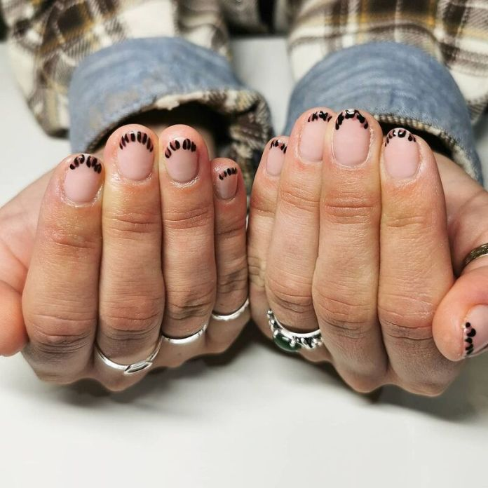 cliomakeup-funky-french-manicure-animalier-delicata