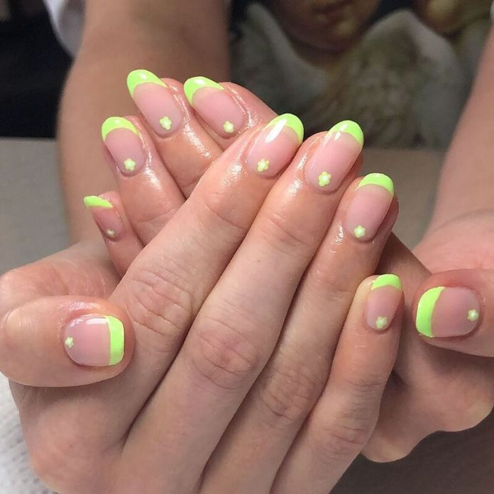 cliomakeup-funky-french-manicure-giallo-acceso