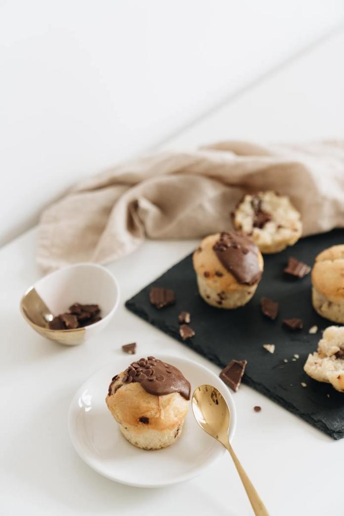 cliomakeup-ricetta-muffin-con-gocce-di-cioccolato-monoporzione