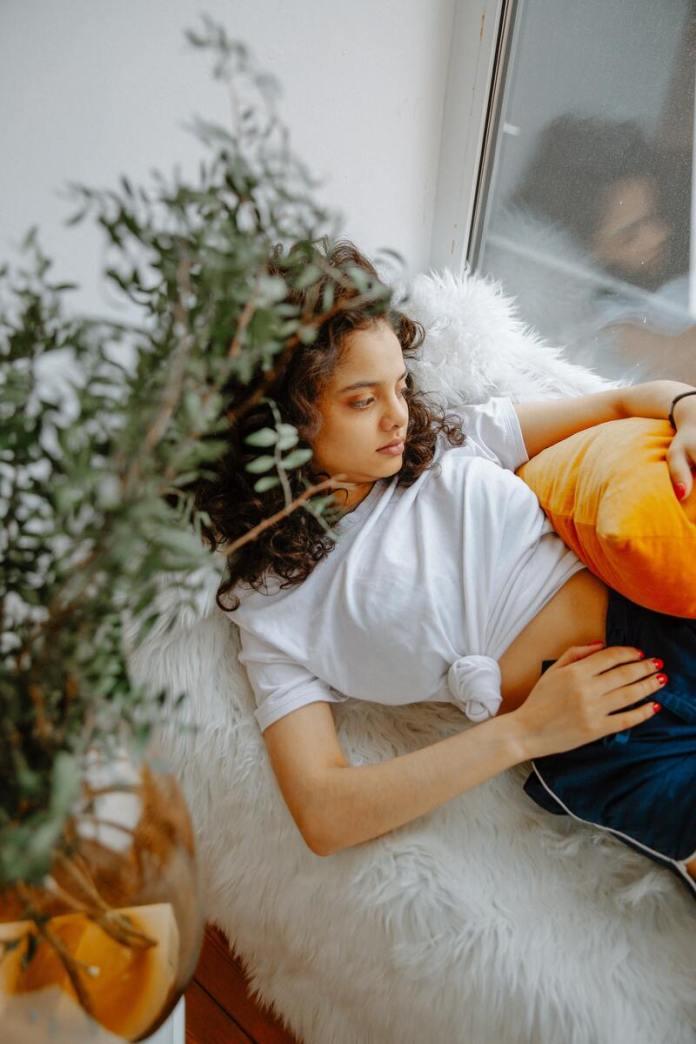 cliomakeup-sindrome-premestruale-stanchezza