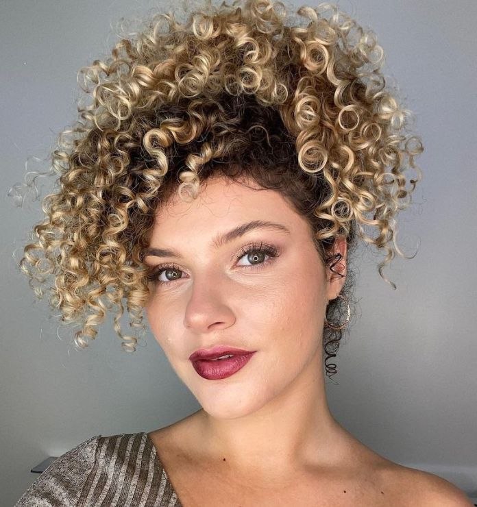 cliomakeup-acconciature-capelli-ricci-2021-teamclio-9