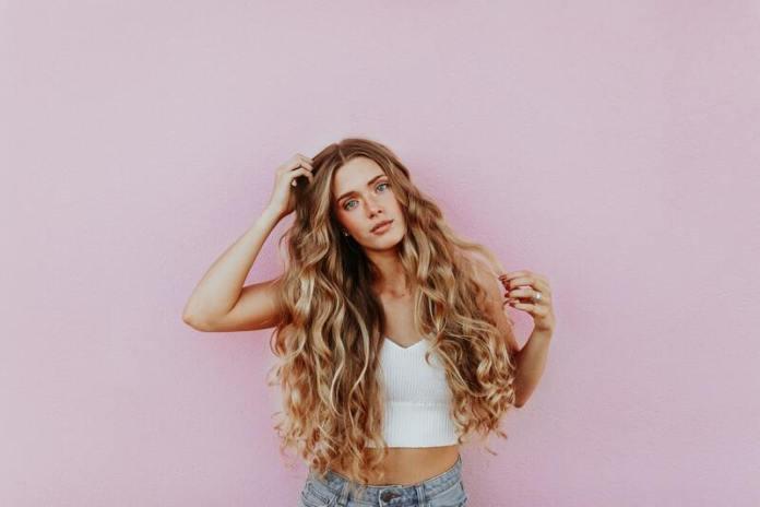 cliomakeup-capelli-lucenti-brillanti-mossi