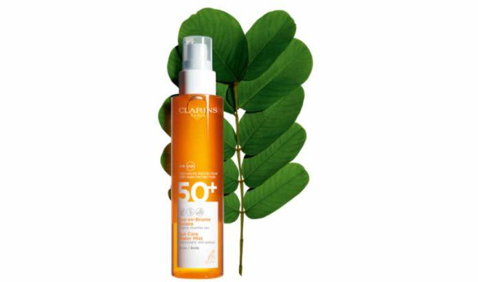 cliomakeup-protezione-solare-spray-2021-7-clarins