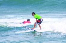 朝6時から始まるサーフィン大会