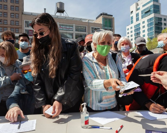 Joints for Jabs was held in New York in Union Square. Free joints were distributed to people who could prove they had received a coronavirus vaccine.Credit...Julia Gillard for The New York Times
